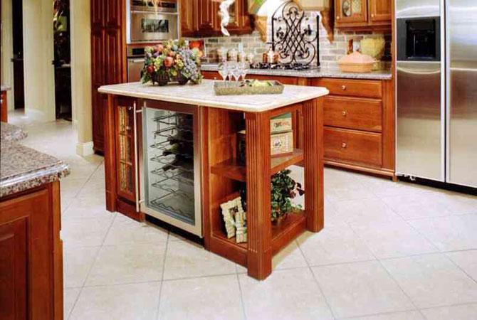 интерьер гостинной с выходом в кухню фото